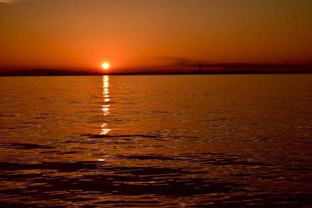 地平線に沈む太陽
