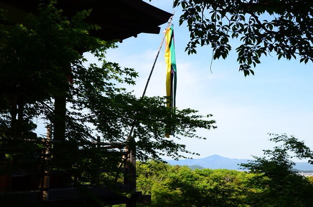 写真: 大悲閣と比叡山