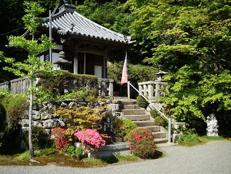 躑躅咲く蔵宝寺