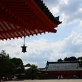 写真: 夏空の平安神宮