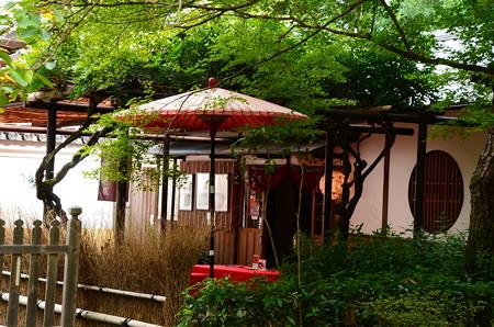 入り口脇の茶屋