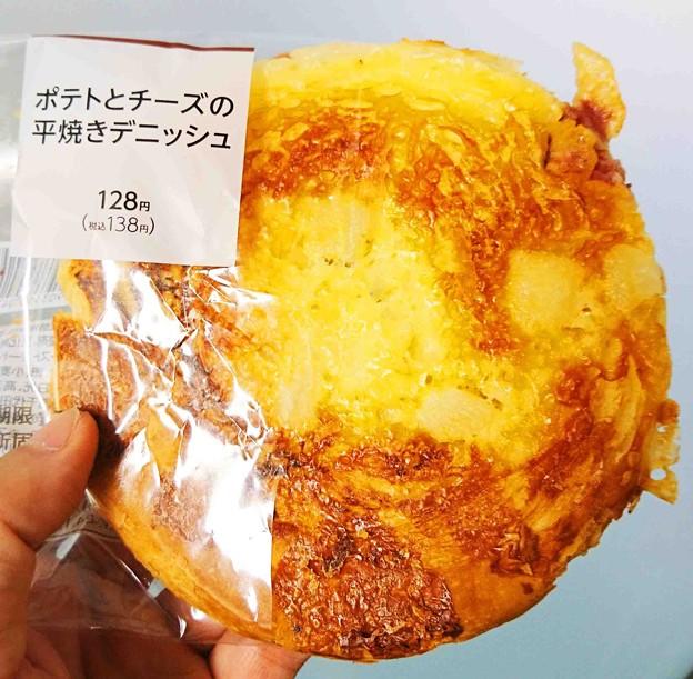 ファミマ ポテトとチーズの平焼きデニッシュ