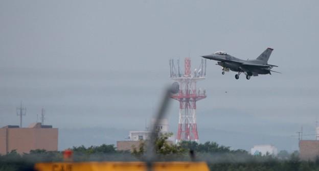 2017千歳基地航空祭 F-16アクロバットを終えて無事着陸