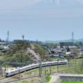 Photos: 富士山をバックに里山を行くE351系中央線特急スーパーあずさ号