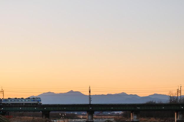 奥多摩の山々と中央線189系臨時特急あずさ号
