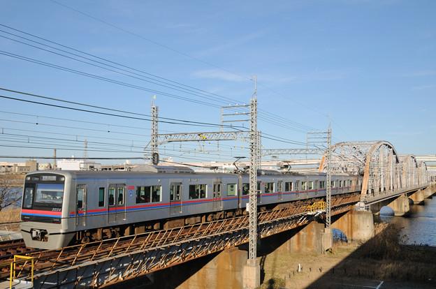 鉄橋を渡る3000形電車