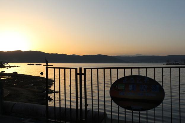 落日の諏訪湖