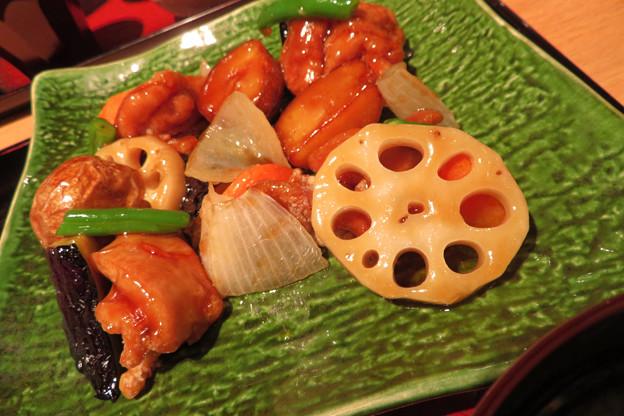 鶏と野菜の黒酢あん。