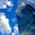 Photos: ビルに映る雲