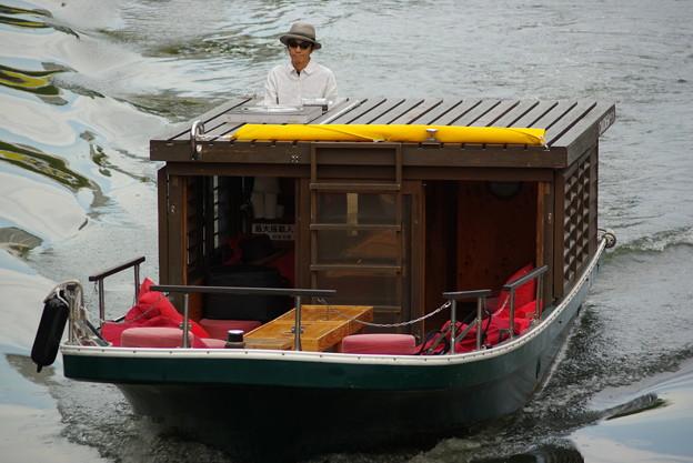 お座敷船..お客様のところへいそぐぅです
