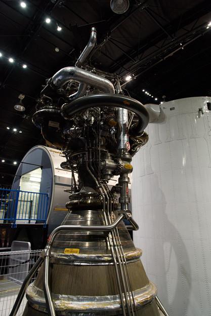 写真: H-?A/Bロケットの第1段エンジン