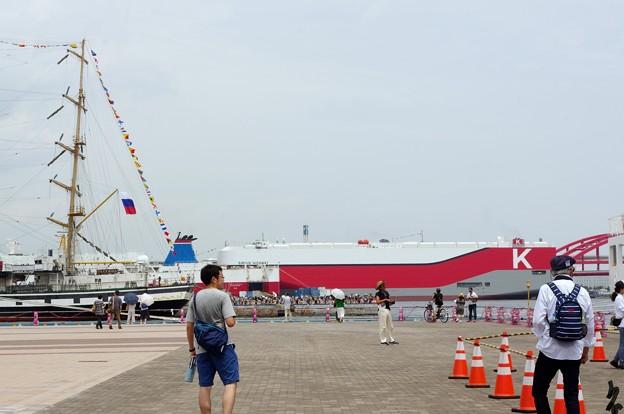 神戸開港150周年記念*外国船とタンカー