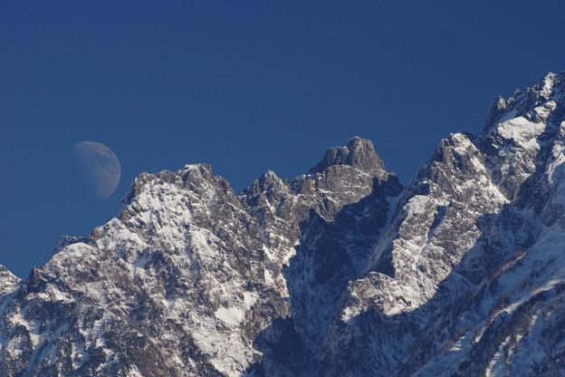 Photos: 月と小窓
