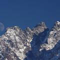 写真: 月と小窓