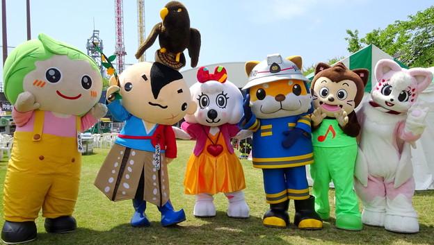 めぐみちゃん と どうかんクン と ラッキー と 太助 と ハーモニー君 と 柴崎さき