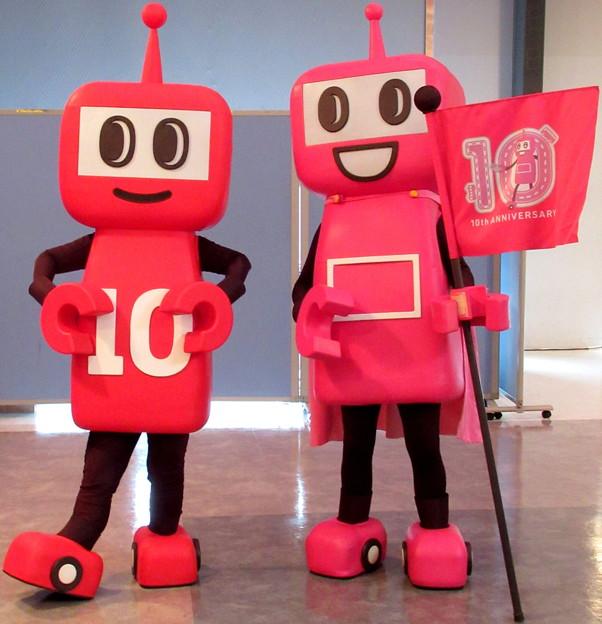 10周年をアピ~ルする・・PASMOのミニロボット