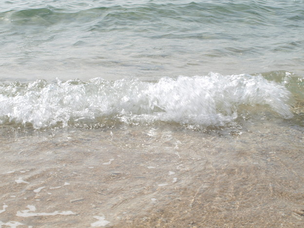 沖縄初夏の波