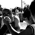 写真: 腕相撲