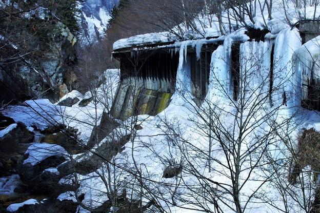 凍るトンネル
