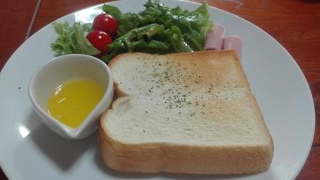 トースト ハムと草とマーガリン付き@腰越珈琲