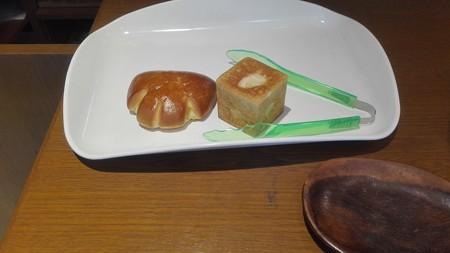 クリームパンとホワイトチョコのキュービックパン@ニコのパン