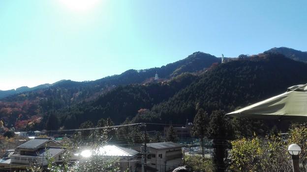 鳥居観音の山 紅葉あり。玄奘三蔵塔あり。