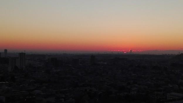 Photos: 東の空の日の出まえ(横浜ランドマークタワーがみえる)