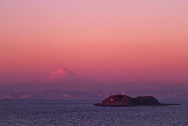 Photos: ほのかに富士山