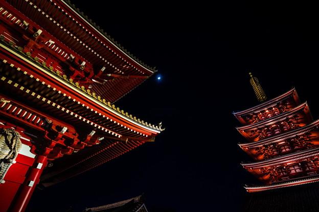 浅草寺と月