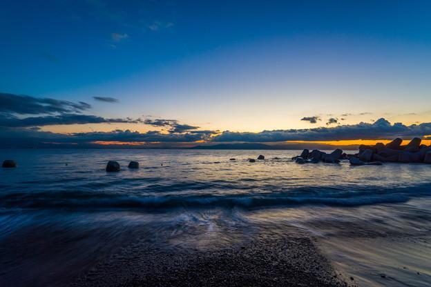 写真: 三保海岸 日の出