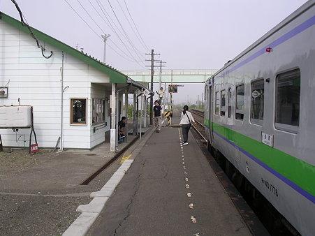 音別駅ホームと列車