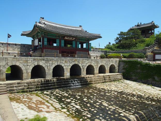 """北水門「華紅門」 -水原華城-/Buksumun""""Northern Flood gate"""" -Hwaseong Fortress-"""