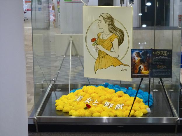 エアポートウォーク名古屋:映画『美女と野獣』をPRするオブジェ - 4