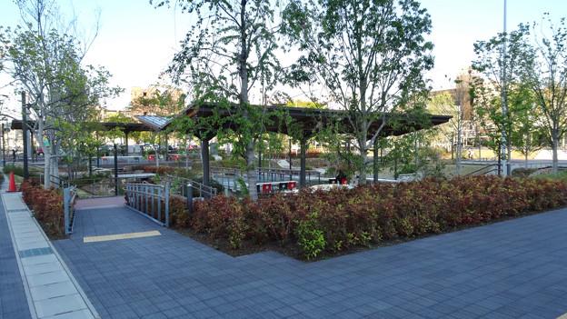 多治見駅北口に整備された虎渓用水広場 - 4