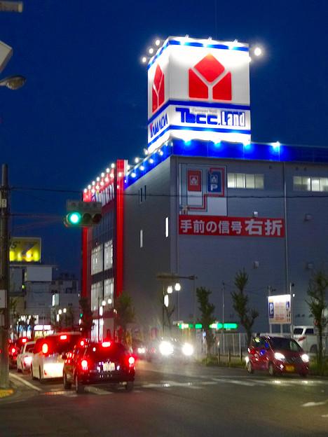 リニューアルオープン初日(17年4月28日)のヤマダ電機テックランドNEW春日井店(夜) - 1