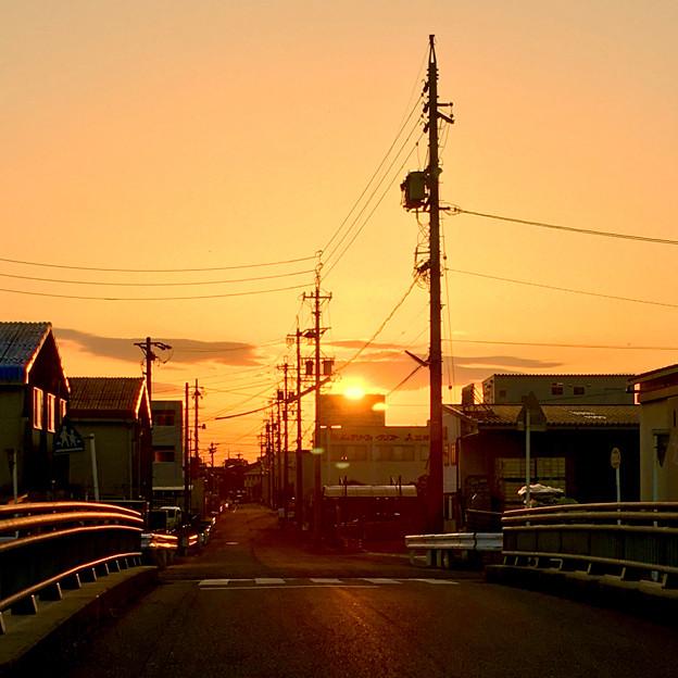 看板の向こうに沈む夕日 - 2