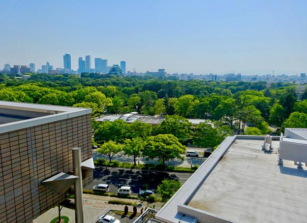近くのマンションから見下ろした名城公園の複合商業施設「tonarino(トナリノ)」 - 1