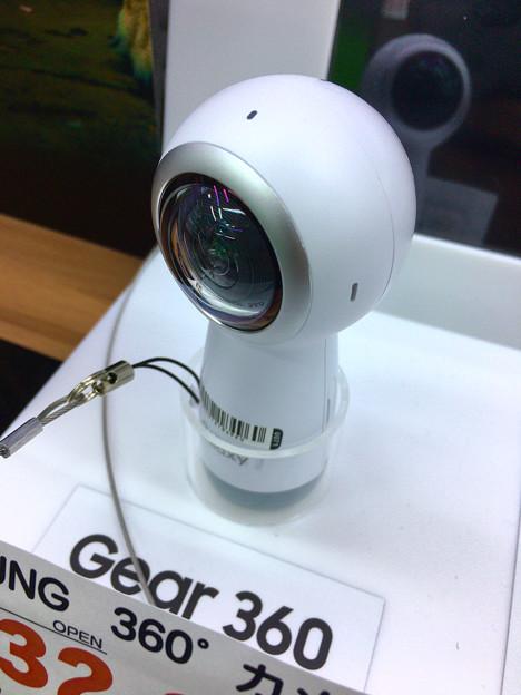 SAMSUNGのコケシ型の360度カメラ「Gear 360」 - 2