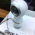 写真: SAMSUNGのコケシ型の360度カメラ「Gear 360」 - 2