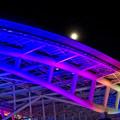 カラフルなイルミネーションのオアシス21と、輝く満月 - 4