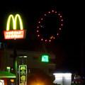 国道19号に架かる歩道橋の上から見た「春日井市民納涼まつり 2017」の花火 - 13