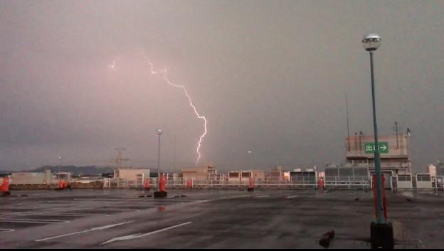 イオン小牧店屋上駐車場から撮影したスーパーセルの雷(2017年8月22日) - 48