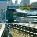 写真: 杁ヶ池公園駅手前のカーブを曲がるリニモ - 2
