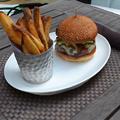 写真: 3Dモデル共有サービス「Sketchfab」公式アプリ - 31:3DモデルをAR!(リアルなハンバーガーとポテト)