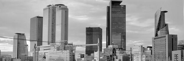 Twitterヘッダー画像:グローバルゲートから見た名駅ビル群(モノクロ)- 2