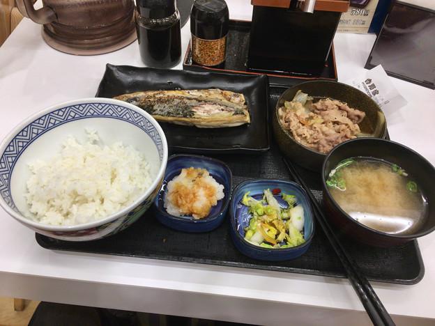 写真: 吉野家:炙り塩さば牛定食 - 1