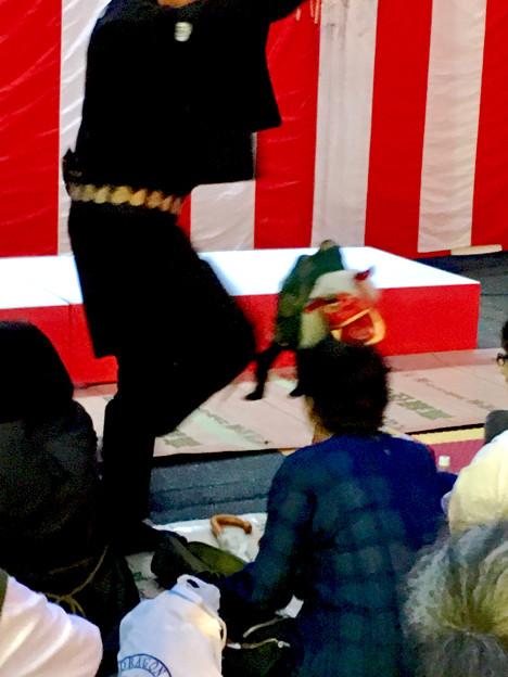 大須大道町人祭 2017 No - 69:観客の頭を噛んで回る、江戸糸あやつり人形の獅子舞の獅子
