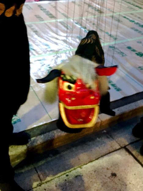 大須大道町人祭 2017 No - 71:観客の頭を噛んで回る、江戸糸あやつり人形の獅子舞の獅子