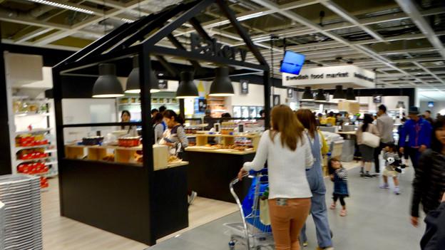 オープン1ヶ月後でも大勢の人で賑わう「IKEA長久手」 - 23:スウェーデンの料理や食材コーナー