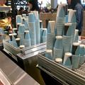 写真: オープン1ヶ月後でも大勢の人で賑わう「IKEA長久手」 - 81:2階にあるカフェ(ドリンクバー用の紙コップ)